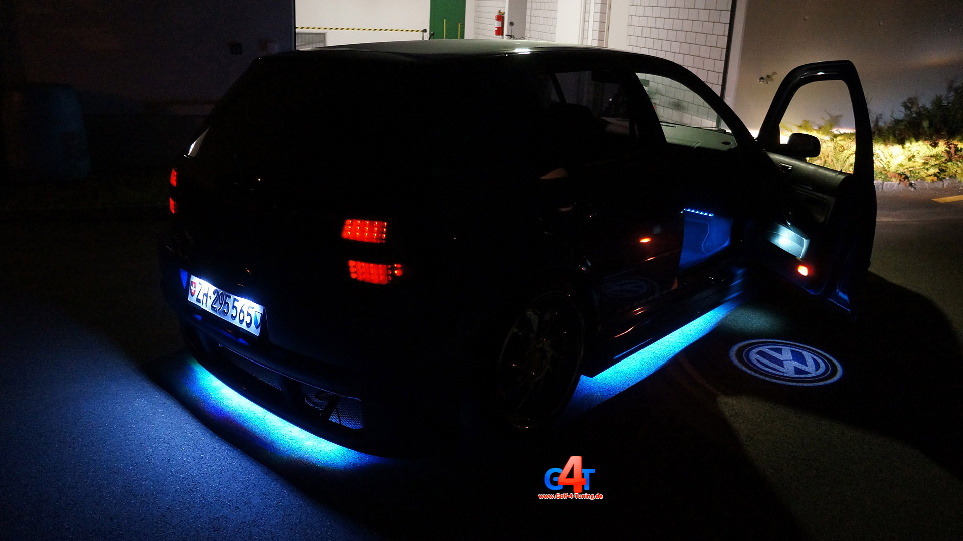 golf 4 subwoofer ubb logo led licht carlight. Black Bedroom Furniture Sets. Home Design Ideas